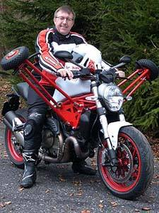 Peter Studer auf der Ducati Monster 821